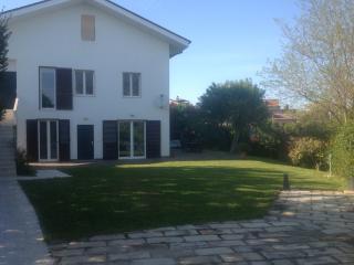 """Guest House """" LE ACACIE """" villa vicino Pescara - Spoltore vacation rentals"""