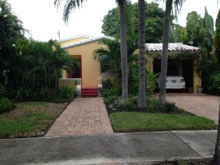 The Artist Cottage Guest House - West Palm Beach vacation rentals