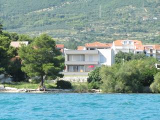 2 bedroom Apartment with Internet Access in Kastel Kambelovac - Kastel Kambelovac vacation rentals