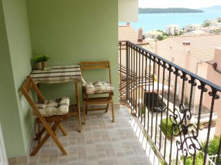 Charming studio apartment with a beautiful gallery - Seget Donji-Vranjic vacation rentals