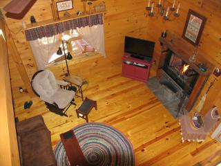 Lovely 3 bedroom Murphy Cabin with Deck - Murphy vacation rentals