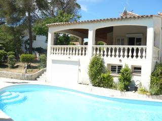 VILLA climatisée, 300 m des plages piscine - Saint-Aygulf vacation rentals