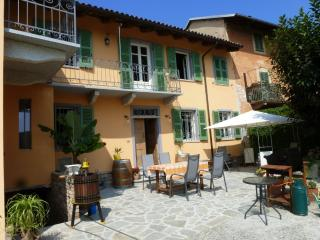 Nice Bed and Breakfast with Deck and Internet Access - Agliano Terme vacation rentals