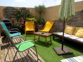 Le Solarium / location dans charmant village de potier - Saint-Guilhem-le-Desert vacation rentals