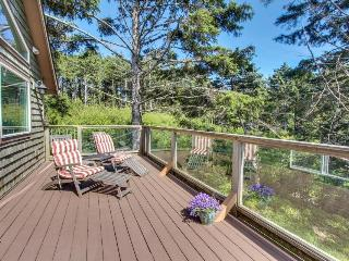 Walk to beach from beautiful home w/views of ocean & Yaquina Lighthouse! - Newport vacation rentals