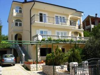 2 bedroom Apartment with Internet Access in Novi Vinodolski - Novi Vinodolski vacation rentals
