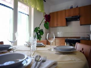 Cozy 1 bedroom Cres Apartment with Internet Access - Cres vacation rentals