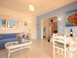 AZULITA, FRESH DECORATED APARTMENT WITH POOL - L'Alfas del Pi vacation rentals