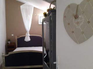"""Location """"Le Cottage Aux Papillons"""" - Saint-Cyr sur Morin vacation rentals"""