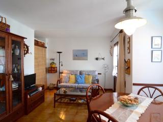 Charming 1 bedroom Condo in L'Escala with Television - L'Escala vacation rentals
