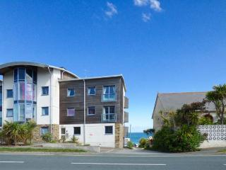 4 OCEAN 1, spacious ground floor apartment, balcony, sea views, WiFi, near - Crantock vacation rentals