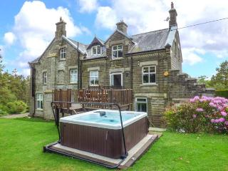 HOUSEKEEPERS, three-storey, woodburner, hot tub, tennis court, in Middleton-in-Teesdale, Ref 20659 - Middleton in Teesdale vacation rentals