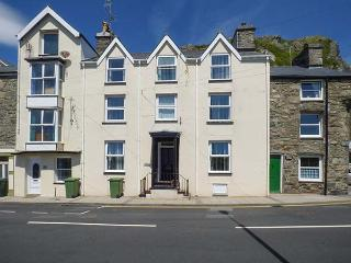 PENLAN HOUSE, over 3 floors, en-suites, walk-in wardrobes, woodburner, in - Barmouth vacation rentals