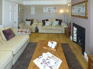 PENLAN HOUSE, over 3 floors, en-suites, walk-in wardrobes, woodburner, in Barmouth, Ref 925080 - Barmouth vacation rentals