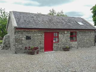 BLOOM BARN, pet-friendly, ground floor studio near Terryglass, Ref. 926080 - Terryglass vacation rentals