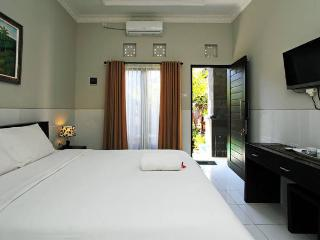 Closed by kuta beach and Airport for Backpackers - Tuban vacation rentals