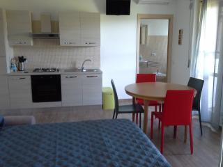 Sole: appartamento vicino al Casello Autostradale - San Salvo vacation rentals