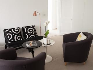 Immaculate Pristine 2 bedroom flat - London vacation rentals