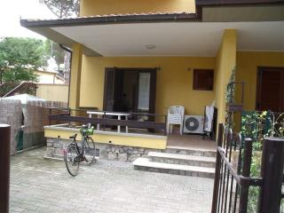 Nice Townhouse with Outdoor Dining Area and Television - Marina Di Grosseto vacation rentals