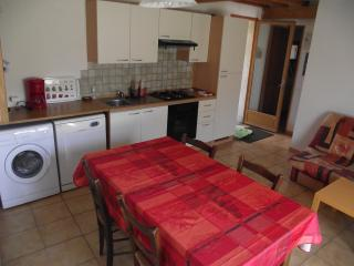 Adorable Gite with Dishwasher and Grill in Belmont-sur-Rance - Belmont-sur-Rance vacation rentals
