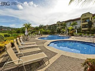 Your Dream Vacation Condo w/OceanView, Concierge, Daily Cleaning, Wifi by HRG - Herradura vacation rentals