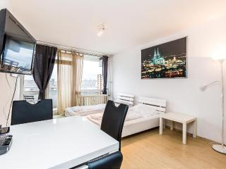 31 Cozy appartment Cologne Deutz near trade fair - Cologne vacation rentals