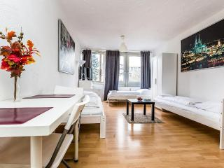 35 Lovely apartment in Köln Höhenberg - Cologne vacation rentals