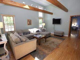 Perfect 3 bedroom Farmhouse Barn in East Sandwich with Deck - East Sandwich vacation rentals