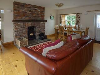 HIGH VIEW COTTAGE, pet friendly, character holiday cottage, with a garden in Glaisdale, Ref 2252 - Glaisdale vacation rentals