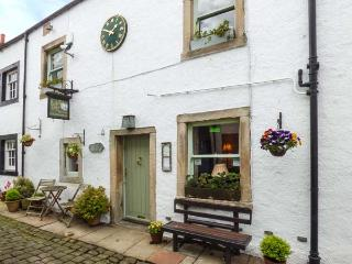 BACKFOLD COTTAGE, pet-friendly cottage, WiFi, en-suites, garden, close to gastro pubs, near walks, Waddington, Ref 924878 - Clitheroe vacation rentals