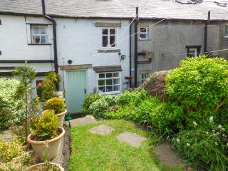BACKFOLD COTTAGE, pet-friendly cottage, WiFi, en-suites, garden, close to gastro pubs, near walks, Waddington, Ref 924878 - Clitheroe vacation rentals
