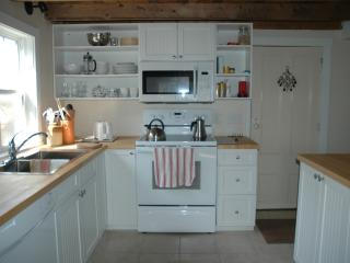 1 bedroom Cottage with Deck in Shelburne - Shelburne vacation rentals