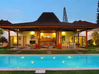 Gorgeous Spacious Villa 500m Kudeta Beach Seminyak - Seminyak vacation rentals