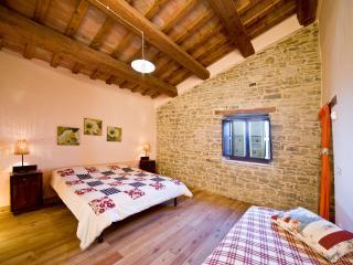 3 bedroom Farmhouse Barn with Internet Access in Apecchio - Apecchio vacation rentals