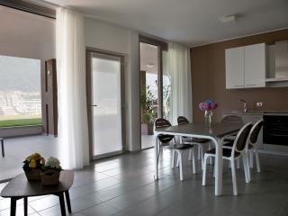 Perfect 2 bedroom Oliveto Lario Apartment with Deck - Oliveto Lario vacation rentals