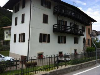 Nice Townhouse with Parking Space and Mountain Views - Cavedine vacation rentals
