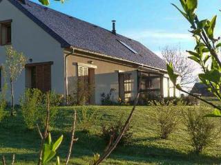 Cozy B&B in La Barthe-de-Neste with Garden, sleeps 5 - La Barthe-de-Neste vacation rentals