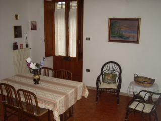 Appartamento centro storico Maruggio - Maruggio vacation rentals