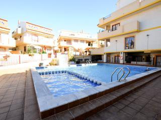 La Zenia - Immaculate 2 Bedroom Ground Floor Apt - La Zenia vacation rentals