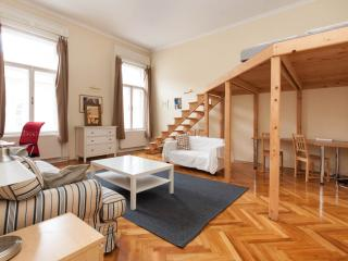 Ultra central apartment - Deak - Budapest vacation rentals