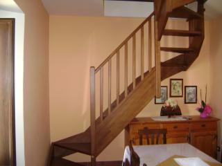 appartamento mansardato nel borgo medievale - Introdacqua vacation rentals