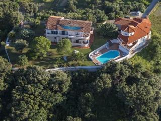 Ferienwohnung mit 2 schlafzimmer, Bad, Küche. Terr - Supetarska Draga vacation rentals