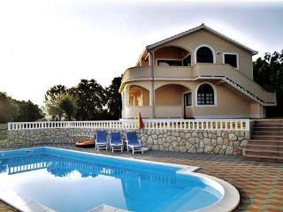 Ferienwohnung Nr 2, mit 2 schlafzimmer, Bad, Küche,Terr, Garten, Pool, Meerblick - Supetarska Draga vacation rentals