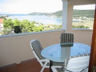 2 bedroom Apartment with Deck in Supetarska Draga - Supetarska Draga vacation rentals