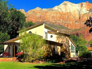 6 BR Villa Dowt. Springdale, Sleep14, 1/2 mile of SW Entrance Zion National Park - Springdale vacation rentals