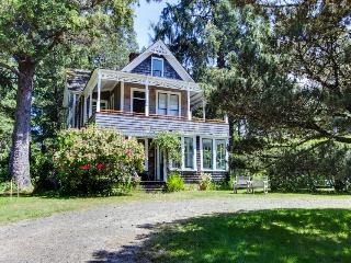 Historic home near beach and golf, on an acre of meadow! - Gearhart vacation rentals
