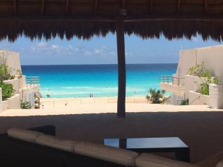 Nice 1 bed condo  in Playa Marlin in beach complex - Cancun vacation rentals