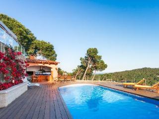 Villa with garden,mountain Beg - Begur vacation rentals
