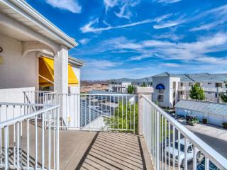 Las Palmas beautiful end unit with private balcony - Saint George vacation rentals