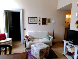 PAVIA DOWNTOWN APARTMENT (Appartamento Ghislieri) - Pavia vacation rentals